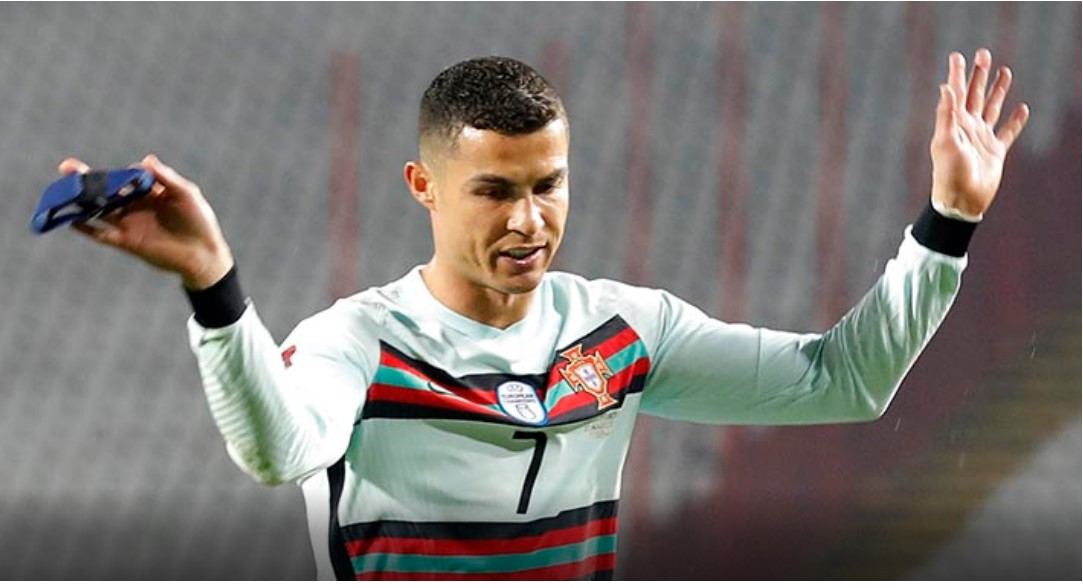 Ronaldova odbačena kapitenska traka prodana na aukciji za 63.560 eura