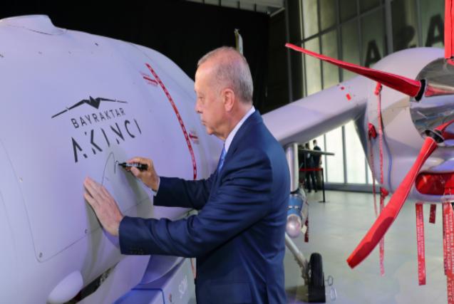 Erdogan: Turska je odlučna da postane vodeća država u proizvodnji borbenih bespilotnih letjelica