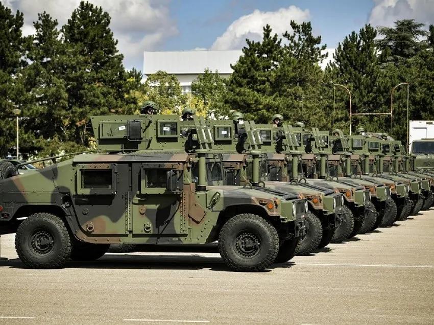(VIDEO) BEOGRAD U NEVJERICI: Kosovo dobilo američku donaciju od 55 oklopnih vojnih vozila
